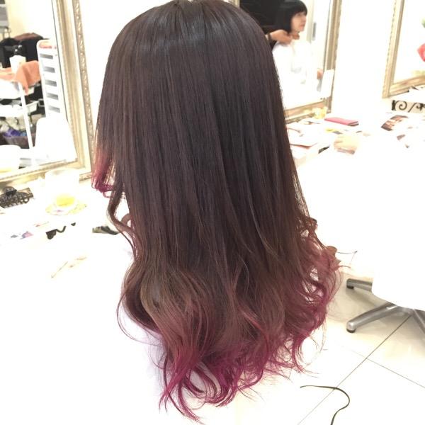 毛先の先に濃いめピンクパープルのデザインカラーが可愛い あやさん
